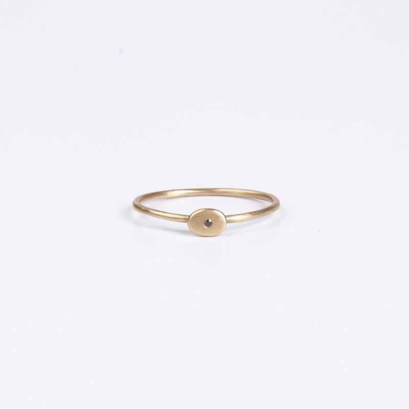 Thin oval element ring with a Black Diamond