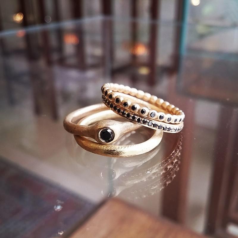 טבעת גסה משובצת יהלום שחור