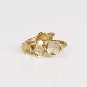 Small bowl ring with Diamonds