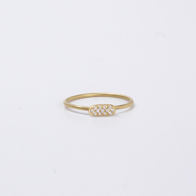 טבעת דקיקה עם מלבן משובץ יהלומים