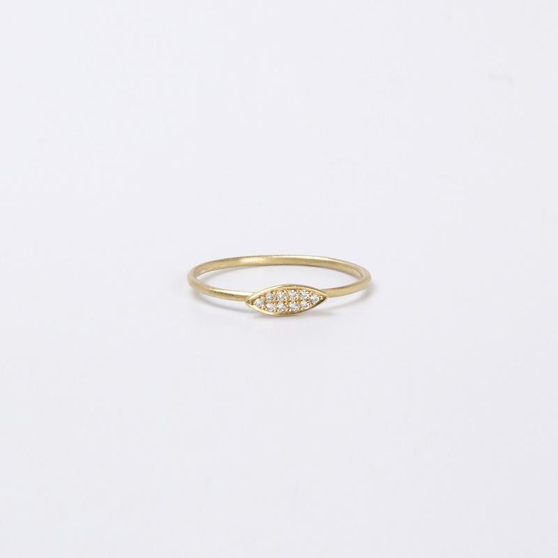 טבעת דקיקה עם מרקיזה משובצת יהלומים