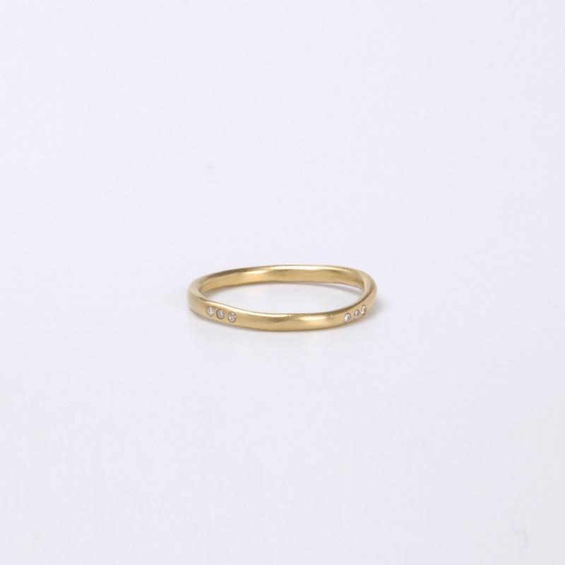 טבעת עקמומית שלישיות