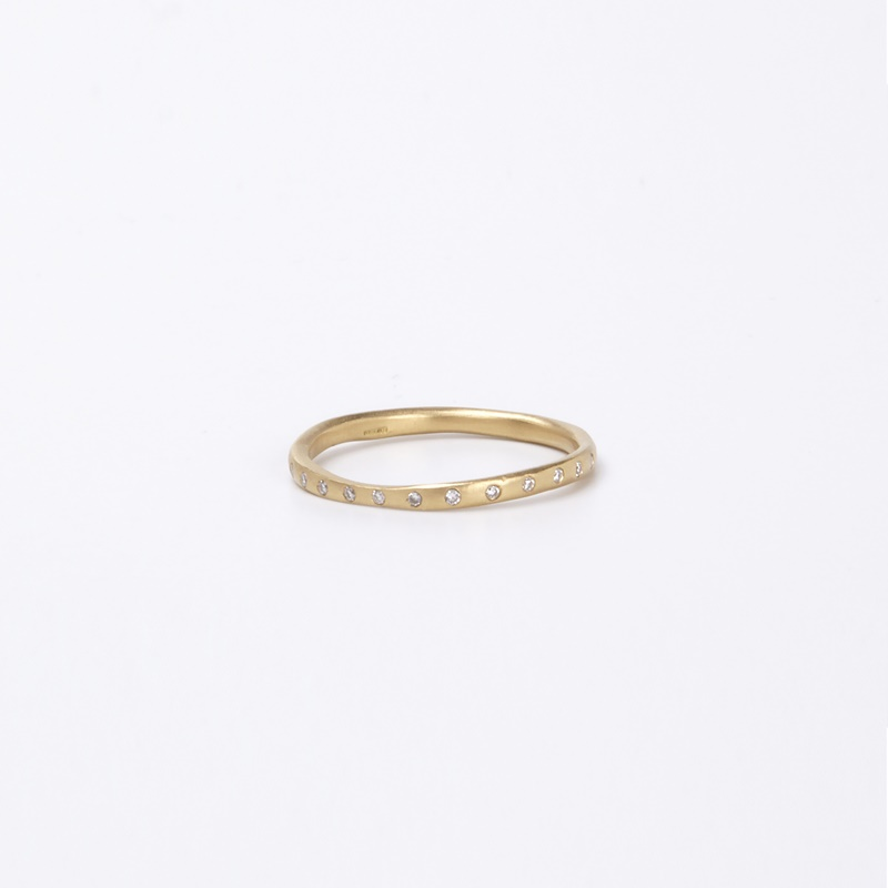 טבעת עקמומית עם 30 יהלומים